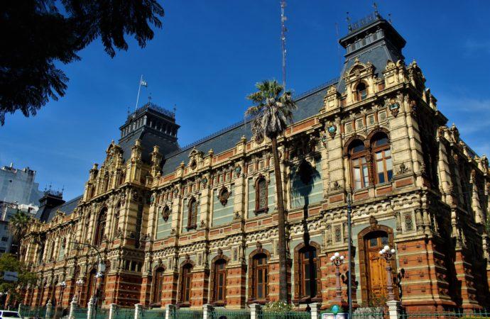 Palacio de las Aguas Corrientes: los secretos detrás de una llamativa fachada inglesa
