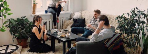 El 50% de los argentinos prefiere vivir con un amigo antes que con un pariente